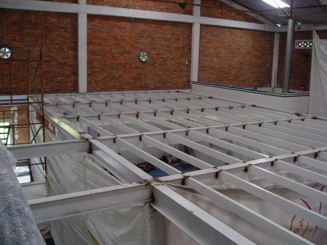 Estructura metalica para mezzanine de material de empaque en agroespecialidades s a jose - Mezzanine foto ...